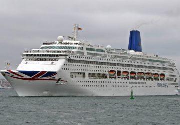 Oriana partiendo del puerto de Ferrol